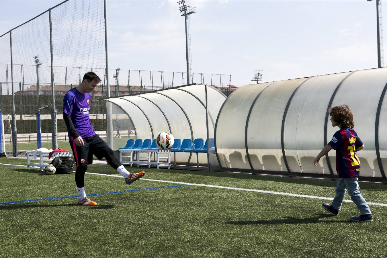 ویدیو :تبلیغ بازیکنان بارسلونا برای لوازم خانگیbeko