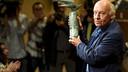 Eduardo Galeano receiving his award in 2011 / FCB ARCHIVE