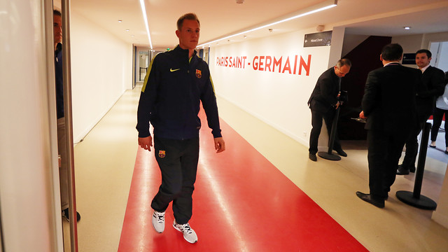 Marc-André ter Stegen coming out onto the field at Parc des Princes / MIGUEL RUIZ- FCB