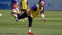 Andrés Iniesta works out earlier this season at the Ciutat Esportiva in Sant Joan Despí. / FCB ARCHIVE
