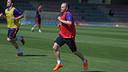 Andrés Iniesta, durante el entrenamiento de este domingo / MIGUEL RUIZ-FCB