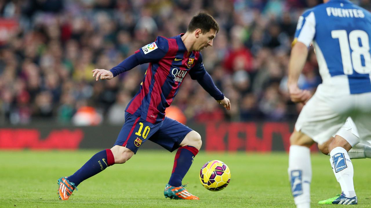 Leo Messi durant el partit de la primera volta contra l'Espanyol al Camp Nou / MIGUEL RUIZ - FCB