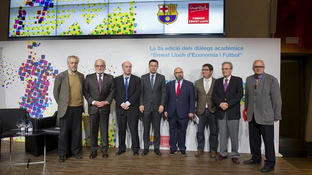 De izquierda a derecha, Josep María Carreras, Carles Vilarrubí, Ignacio Palacios-Huerta, Josep M. Bartomeu, Walter Oppenheimer, Enrich Lluch, Silvio Elías y Jaume Garcia