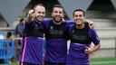Iniesta, Alba y Pedro, durante el entrenamiento de este jueves / MIGUEL RUIZ-FCB