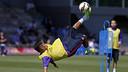 Neymar Jr remata acrobàticament en l'entrenament / MIGUEL RUIZ - FCB