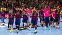 The players salute their fans before the game / GERMÁN PARGA-FCB