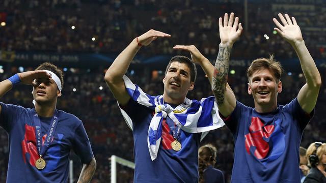Neymar, Suárez e Messi, celebrando a vitória em Berlim