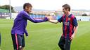 Neymar e John Farnworth se cumprimentam na Cidade Esportiva Joan Gamper