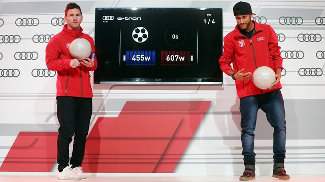 Messi and Neymar Jr show off their wonderful ball control / MIGUEL RUIZ-FCB