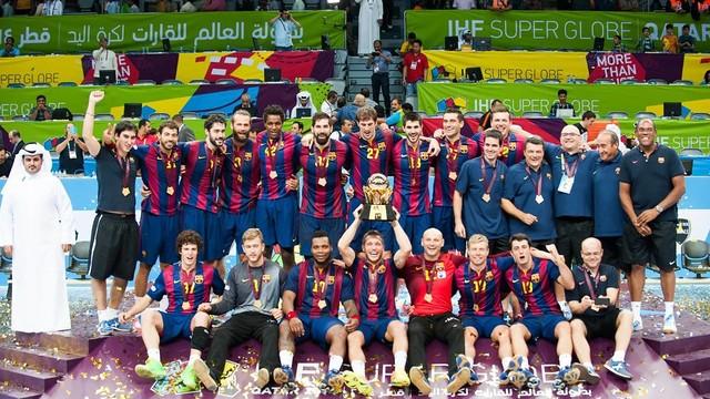 Victor Tomás aixeca la segona SuperGlobe del Barça / FOTO:ARXIU-IHF