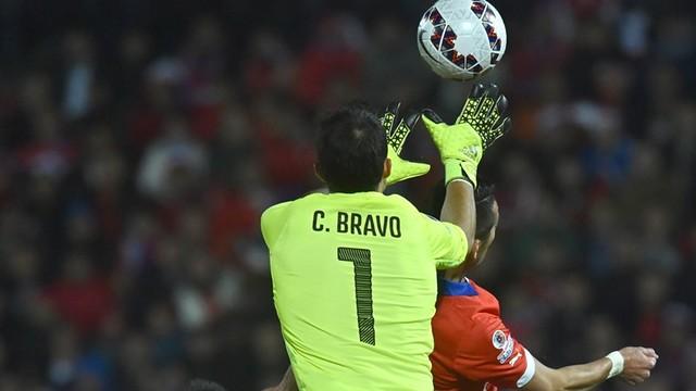 Bravo in action against Uruguay / CA2015.COM