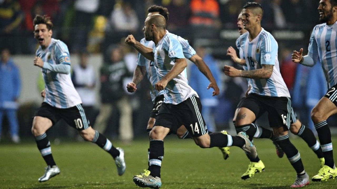 Leo Messi i Javier Mascherano celebren la classificació per a la semifinal / AFA