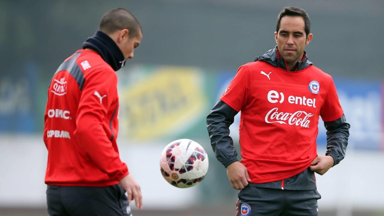 Claudio Bravo, durant l'entrenament de Xile d'aquest dijous / ANFP.CL