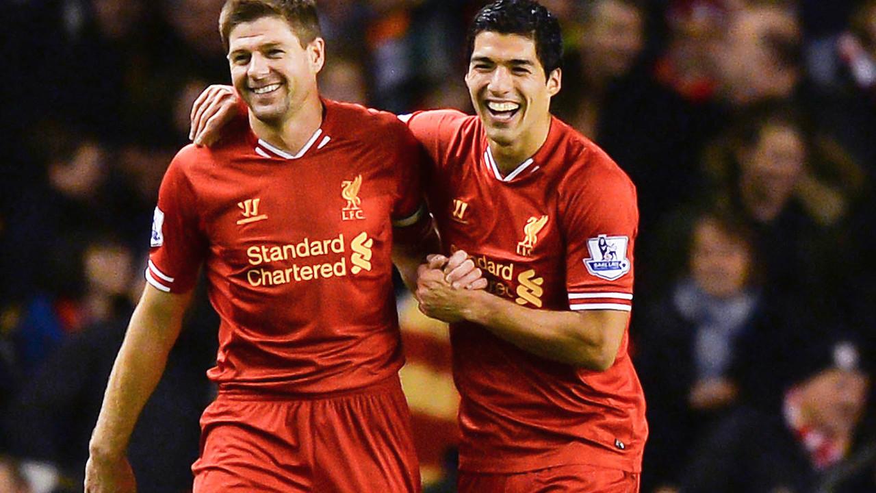 Gerrard i Suárez, amb la samarreta del Liverpool / LIVERPOOL FC