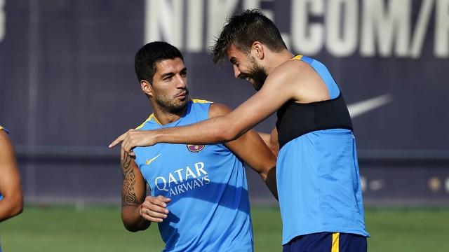 Luis Suárez and Gerard Piqué train at the Ciutat Esportiva on Thursday morning. / MIGUEL RUIZ-FCB