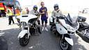Ivan Rakitic, amb la policia de Los Angeles, en arribar a terres americanes / MIGUEL RUIZ - FCB