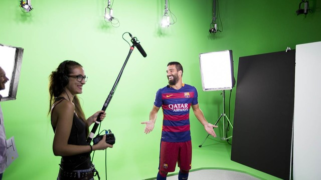 Arda Turan during the filming of the video / SANTIAGO GARCES - FCB