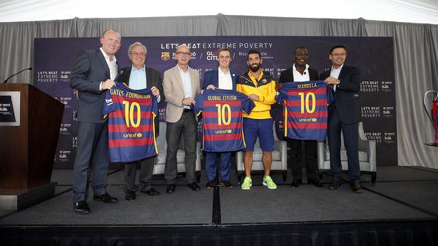 The representatives of all three entities together. MIGUEL RUIZ / FCB
