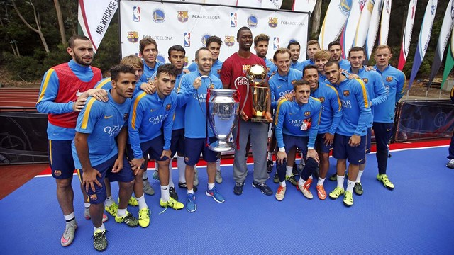 The team swapped shirts with Harrison Barnes / MIGUEL RUIZ-FCB
