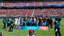 Players from both team with children before the game / FCB