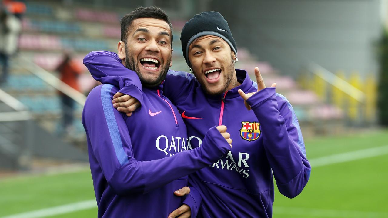 Neymar and Alves in training together last season / MIGUEL RUIZ - FCB