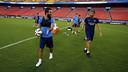Arda Turan y Luis Enrique, en un entrenamiento / MIGUEL RUIZ-FCB