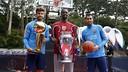 Gerard Piqué, Harrison Barnes and Sergio Busquets with the three Cups / MIGUEL RUIZ-FCB