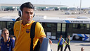 Rafinha getting on the plane during the summer tour in the USA  / MIGUEL RUIZ - FCB