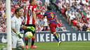 FC Barcelona striker Luis Suárez celebrates his second half goal against Athletic Club on Sunday. / MIGUEL RUIZ-FCB