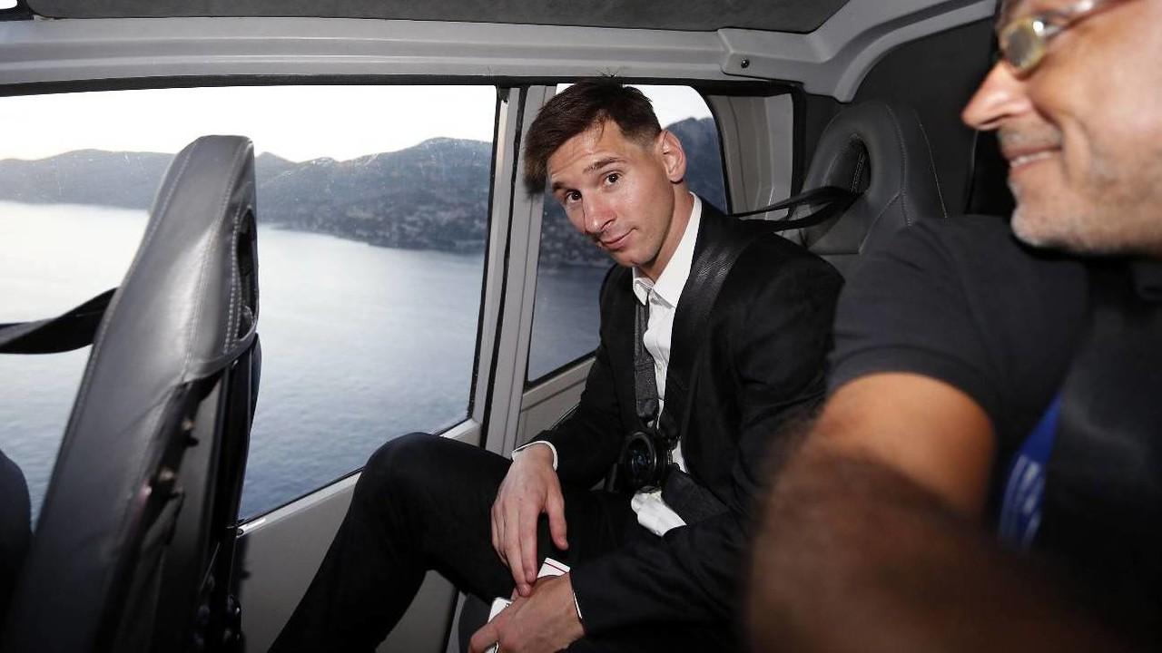Messi, a l'helicòpter que va conduir l'expedició blaugrana fins a Mònaco / MIGUEL RUIZ-FCB