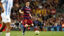 Vermaelen com a bola, no gramado do Camp Nou.