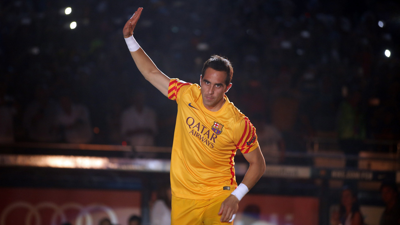 Claudio Bravo, durant la presentació del Trofeu Joan Gamper / MIGUEL RUIZ-FCB