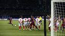 Messi scores with his left against Sevilla in the European Super Cup / MIGUEL RUIZ-FCB