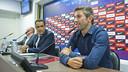 Josep Ramon Vidal-Abarca y el presidente de la asociación, Jordi Torras, durante el acto / VICTOR SALGADO - FCB