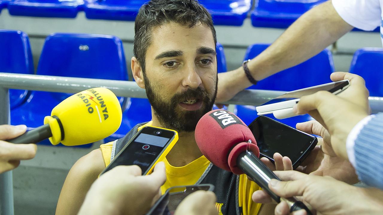 Navarro, al Palau, atenent els mitjans / VÍCTOR SALGADO-FCB