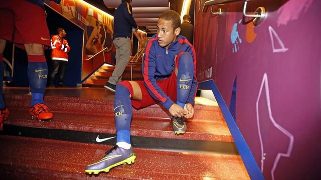 Neymar, no túnel de vestiários.
