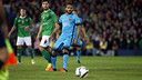 Douglas was injured early in the game at Villanovense. / MIGUEL RUIZ - FCB