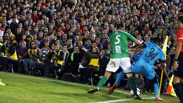 Wilfrid Katpoum makes his debut in front of a packed stadium / MIGUEL RUIZ - FCB