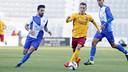 Grimaldo controlando el balón en el partido ante el Sabadell / MIGUEL RUIZ - FCB