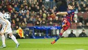 Luis Suárez volleyed in perfectly for his second goal on Tuesday night. / FCB