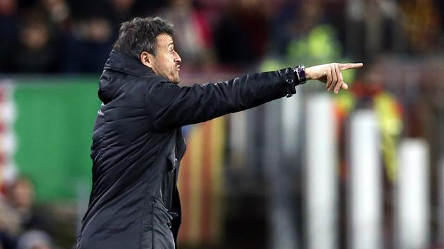 Luis Enrique dando instruções no duelo contra a Roma