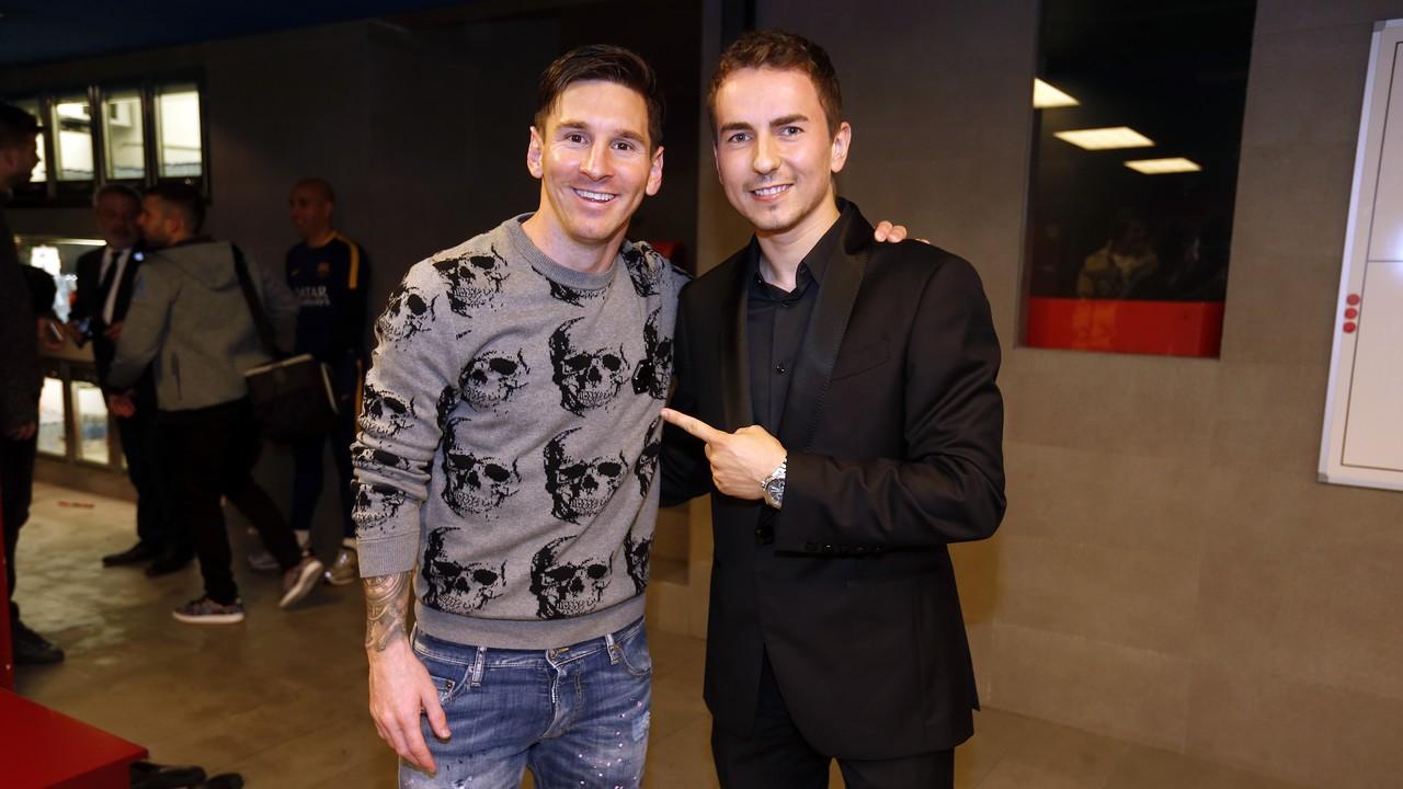 Leo Messi i Jorge Lorenzo, al vestidor del Barça / MIGUEL RUIZ-FCB