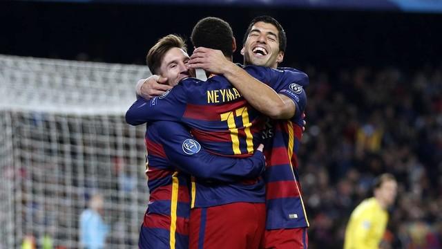 Messi, Neymar e Suárez, celebrando um gol contra a Roma