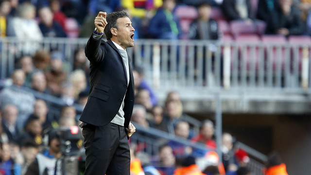 Luis Enrique was active on the sideline throught saturday's clash with Real Sociead. / FCB