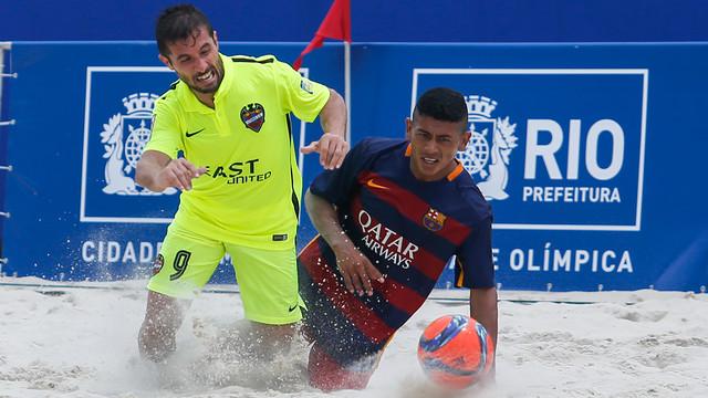 ... de los momentos del debut del FC Barcelona ante el Levante    BEACHSOCCER.COM 79136c6cdbb