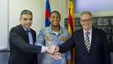 Robert Gonçalves with Albert Soler and Silvio Elías after signing / VÍCTOR SALGADO - FCB