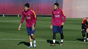 Dani Alves and Neymar wearing the new training get up. / FCB