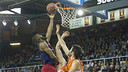 Shane Lawal lays the ball in during FC Barcelona's 94–91 loss to Valencia on Sunday. / VICTOR SALGADO - FCB