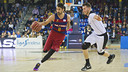 Juan Carlos Navarro drives against Bilbao Basket in the ACB League earlier this season. / VICTOR SALGADO - FCB