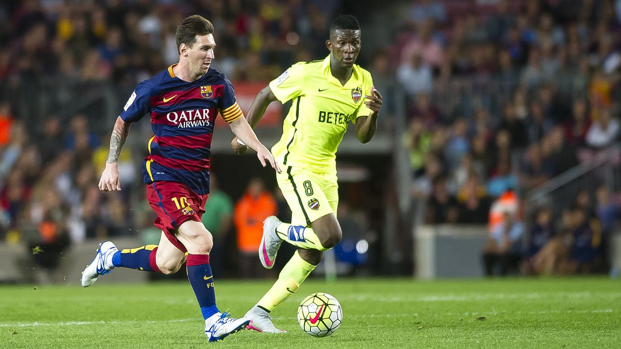 Leo Messi durant el partit contra el Llevant de la primera volta al Camp Nou / VICTOR SALGADO - FCB